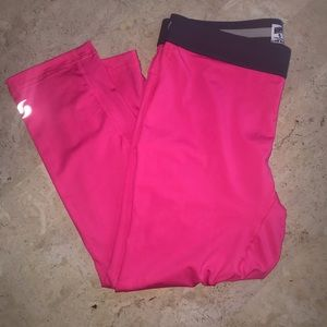 Soffe DRI sport capris hot pink Medium NWOT